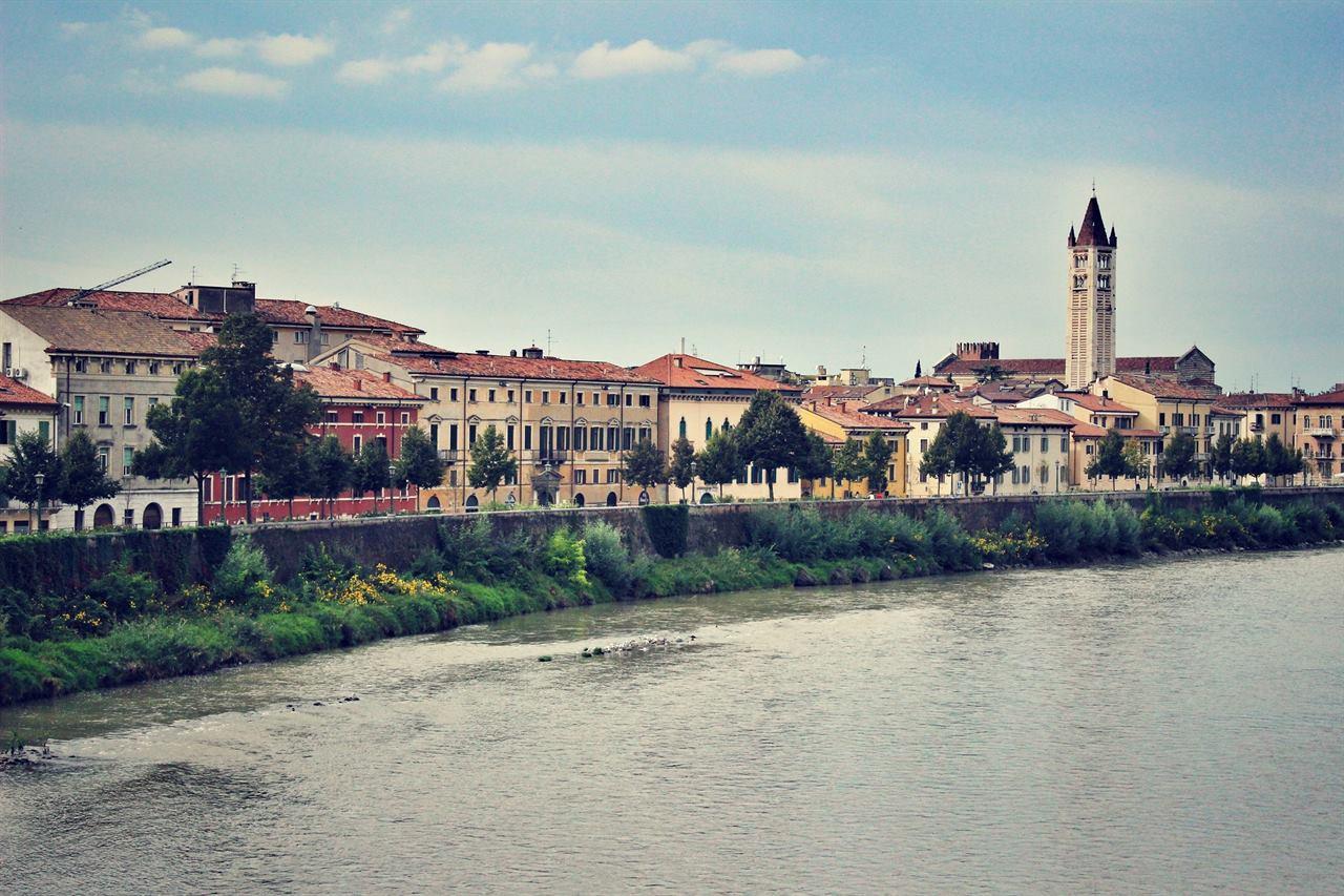 Река Верона Италия