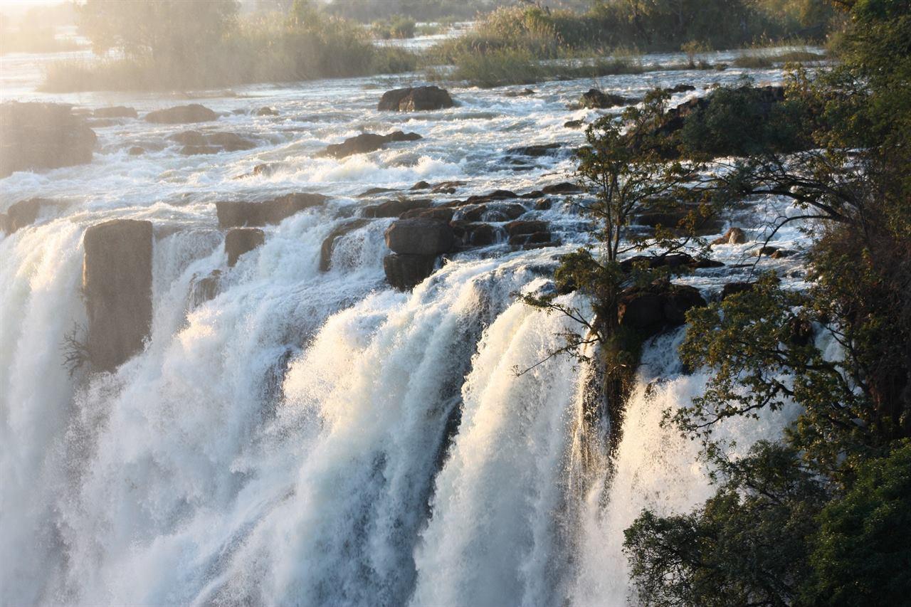 Водопад Виктория вблизи