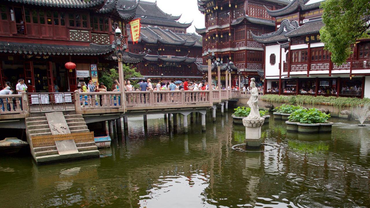 Озеро в парке Юй Юань Шанхай Китай