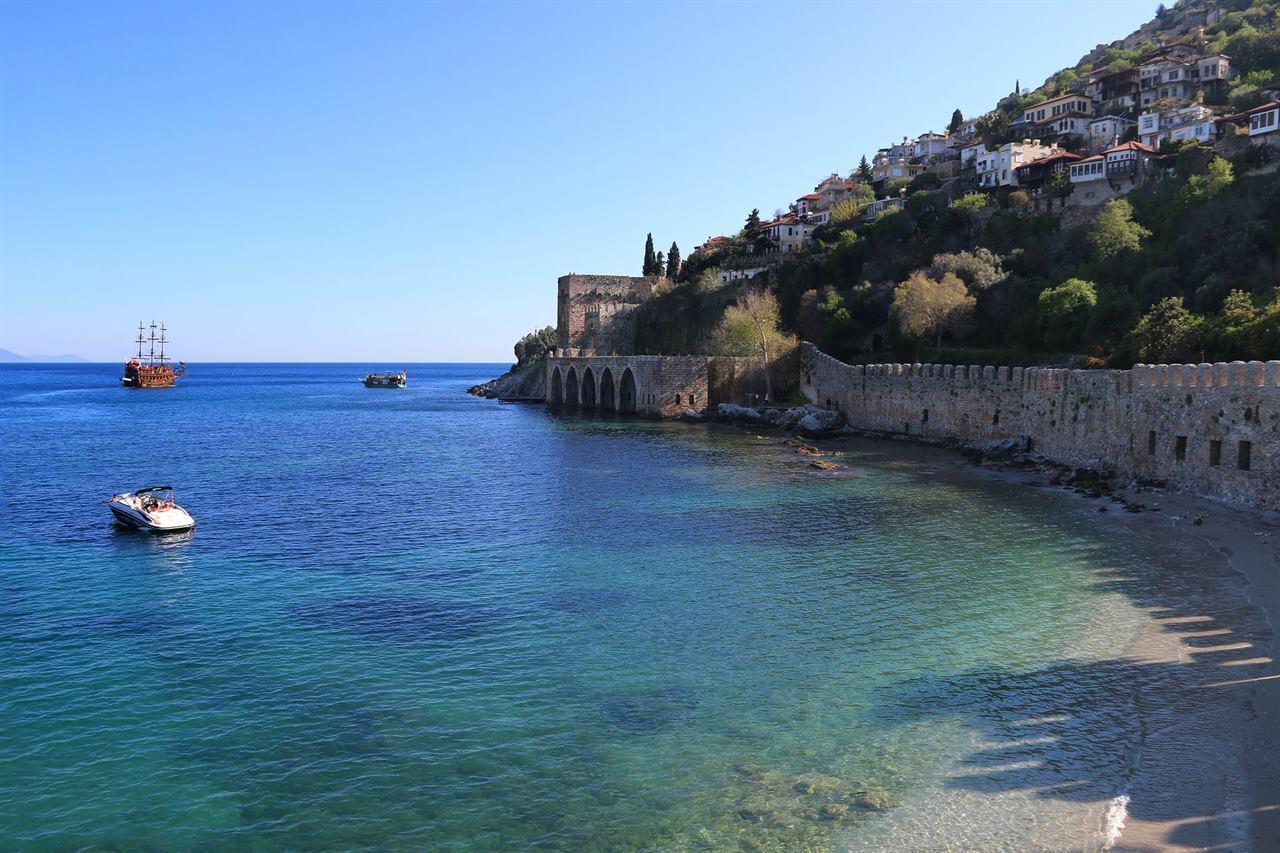 Корабли у крепости Аланьи Турция