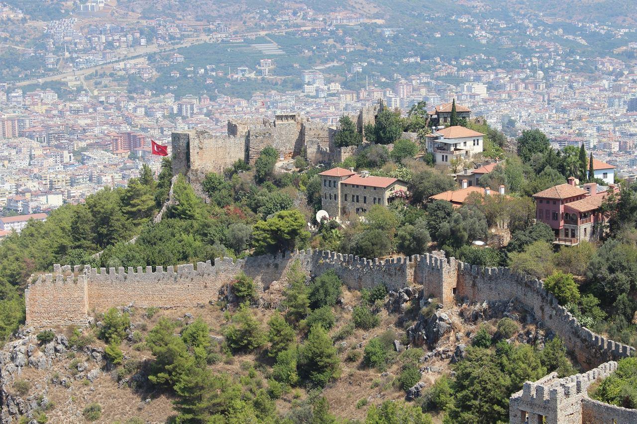 Древняя турецкая крепость Османской империи в Аланьи