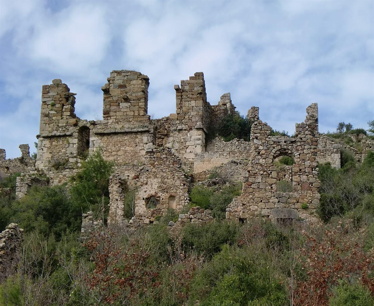 Развалины крепости в Аланьи Турция