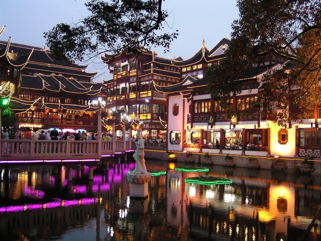 Безмятежный оазис в эпицентре шумного Шанхая: сад Юй Юань