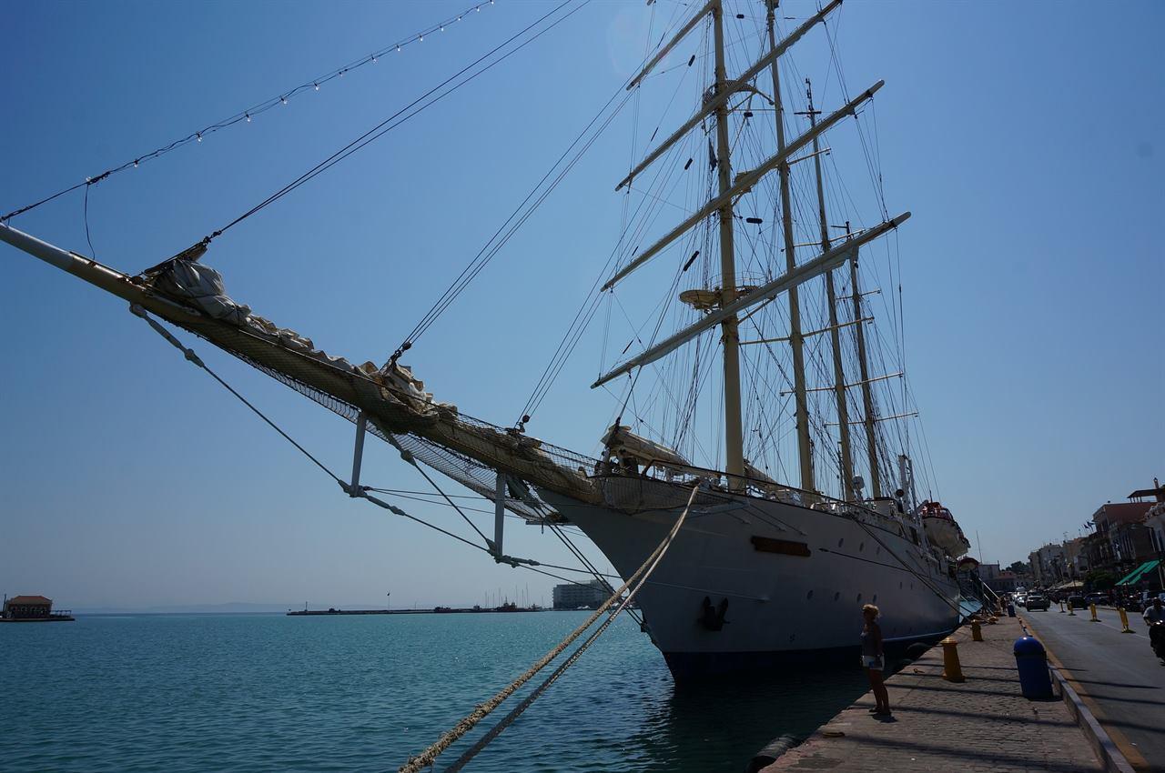Яхта на острове Хиос