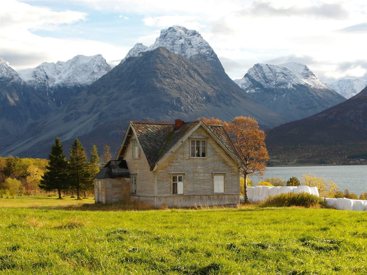 Скалы и дома в Норвегии