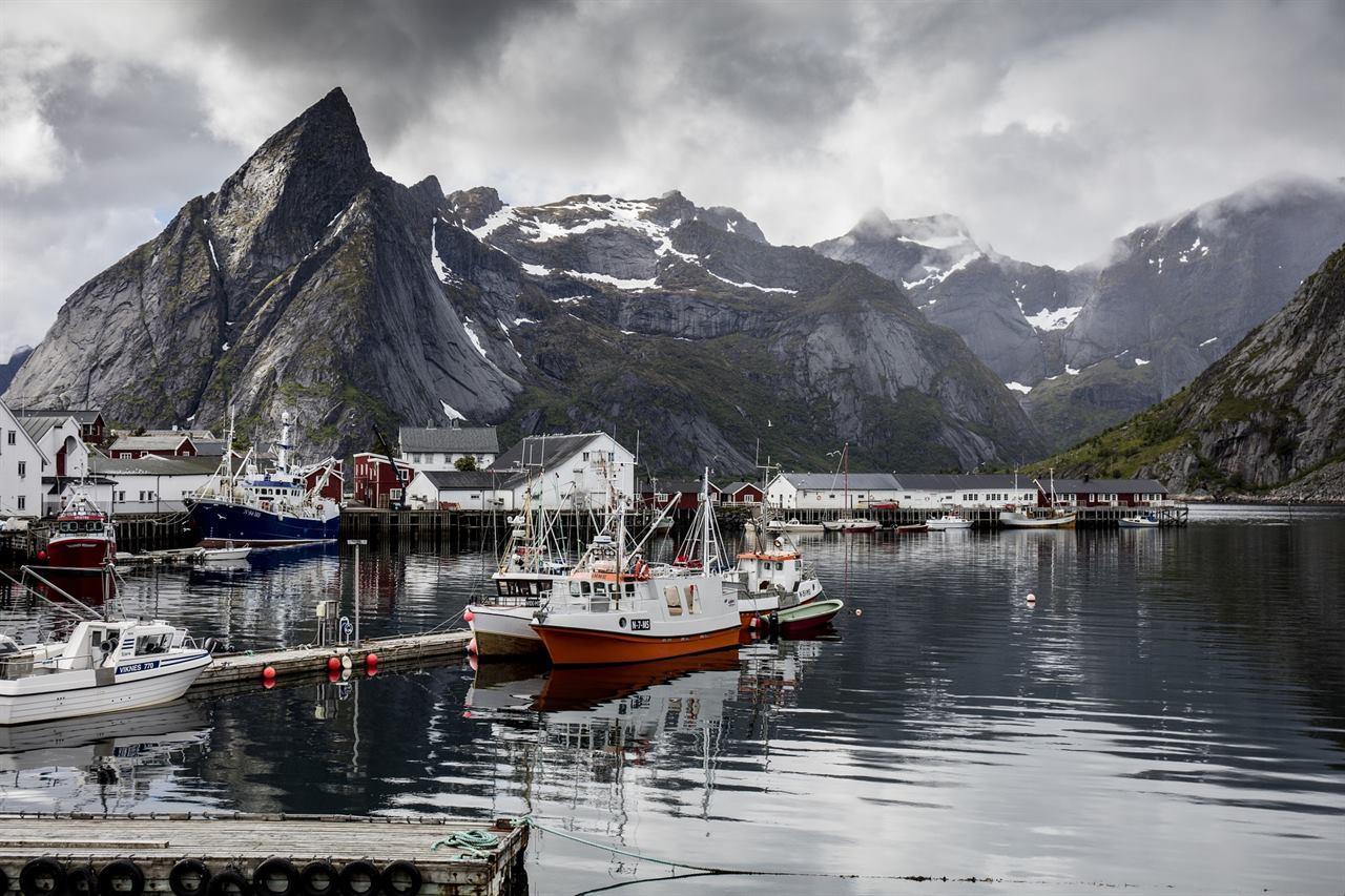 Норвежская пристань в море