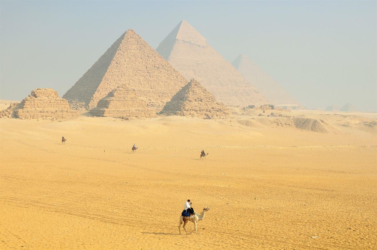 Великие пирамиды в Гизе Каир Египет