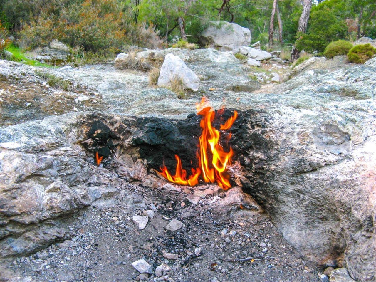 Вечный огонь на горе в Турции