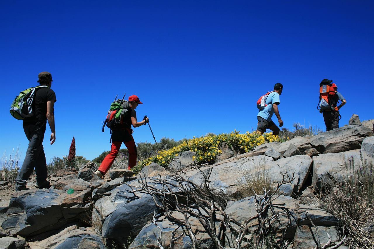 Туристический поход в горах