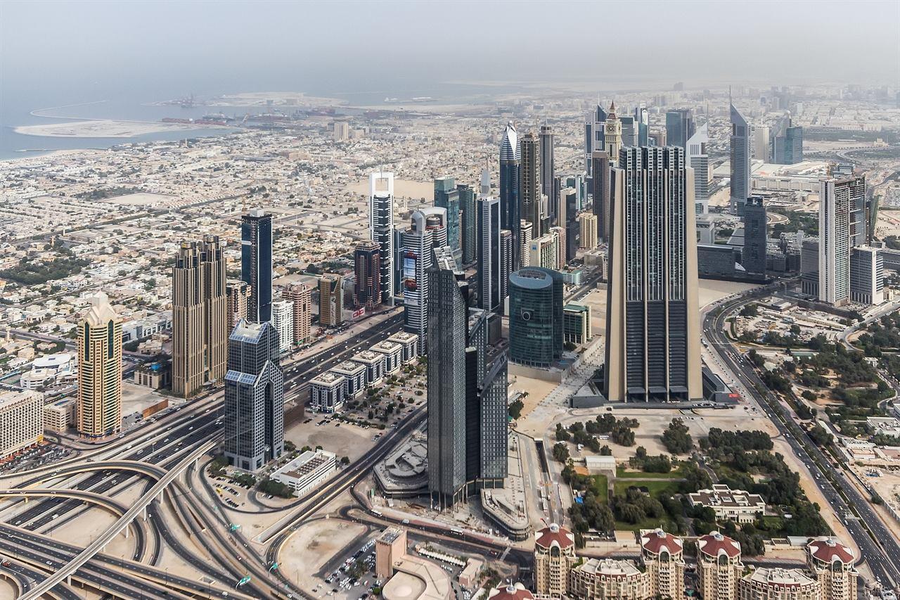 Дубаи небоскребы пустыня