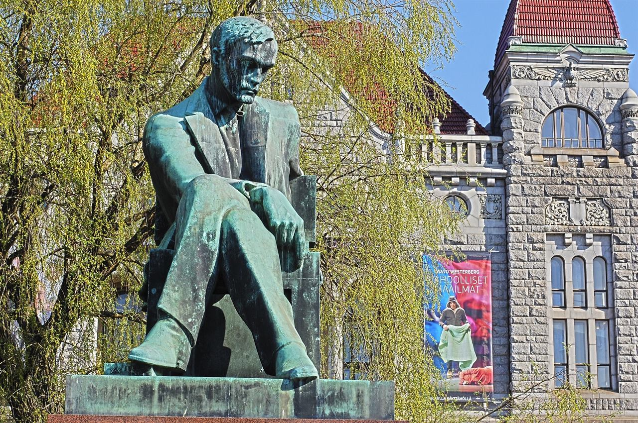 Памятник деятелю Финляндия Хельсинки