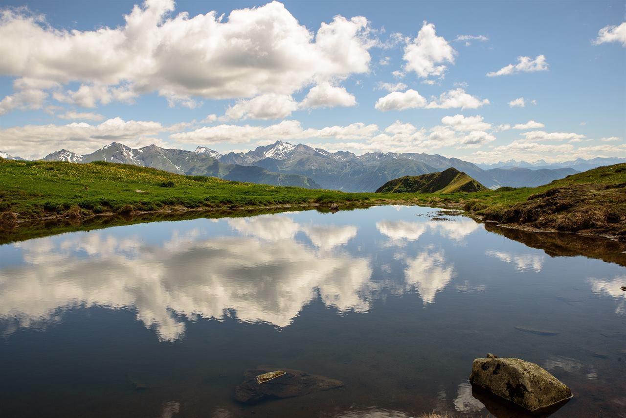 Экологическое озеро в горах