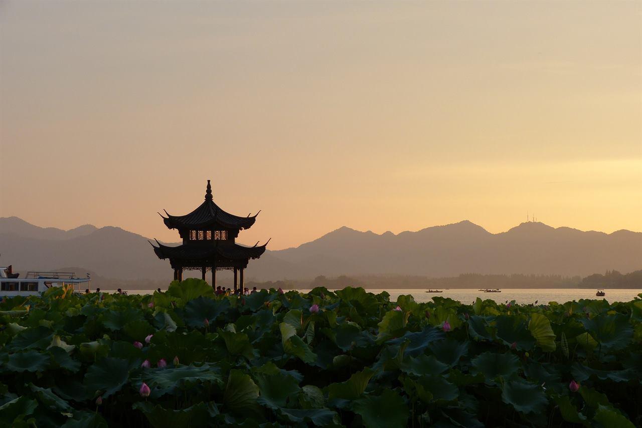 Туристы со всего мира с каждым годом всё больше выбираю путешествие Китай