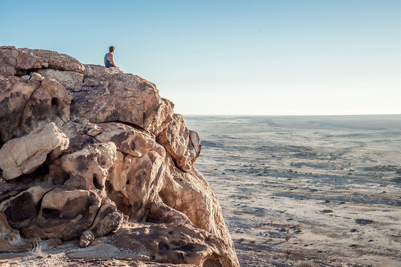 Отдых на скалах у моря