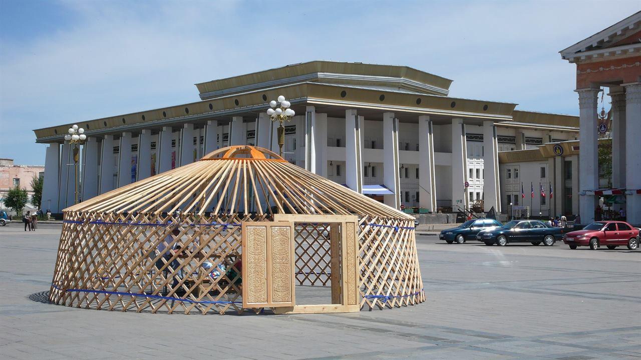 Монголия юрта памятник