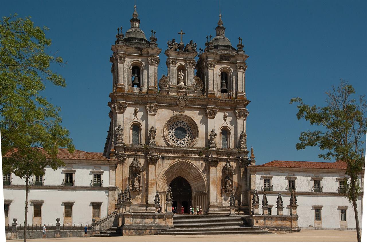 Монастырь Алкобаса Португалия