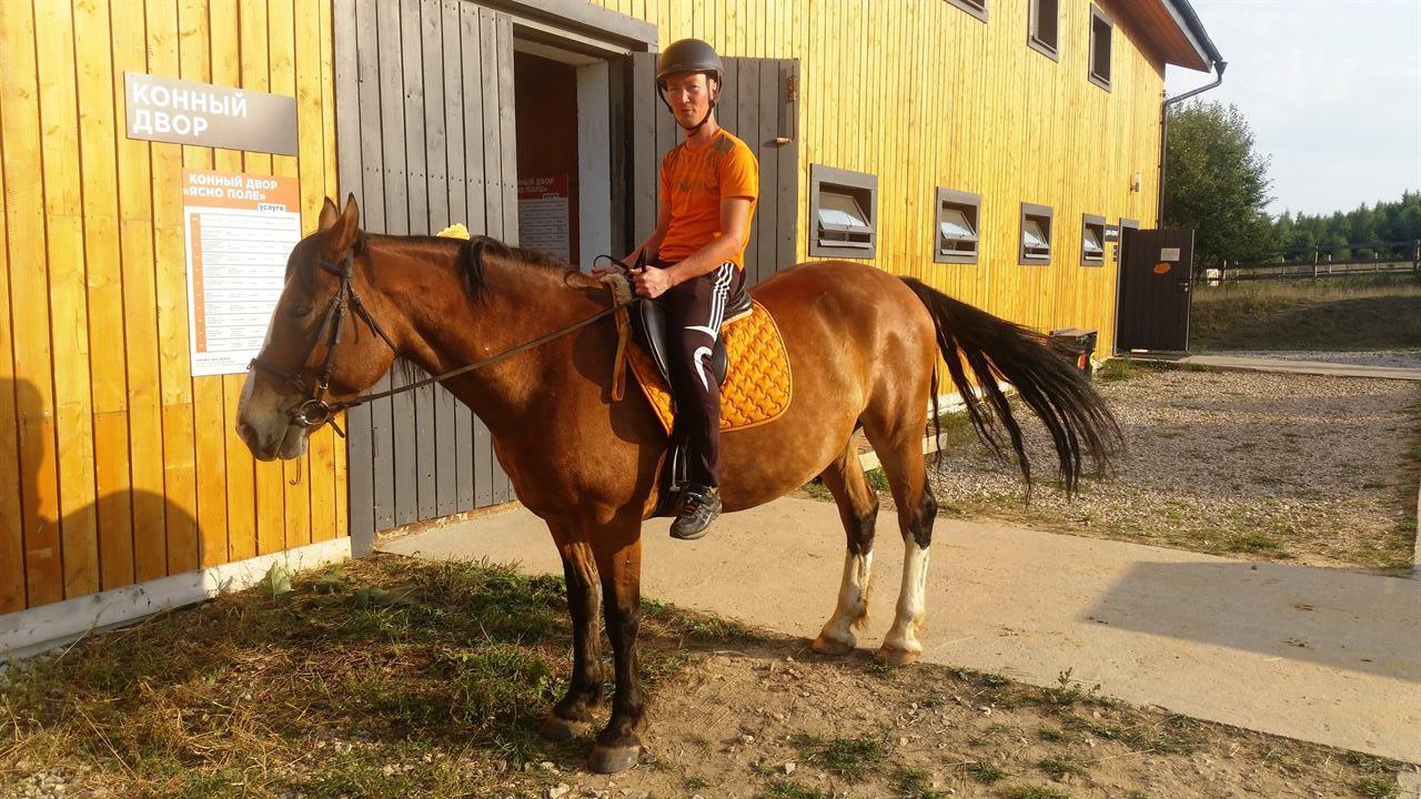 Покатушки на коне во время путешествия в Крым