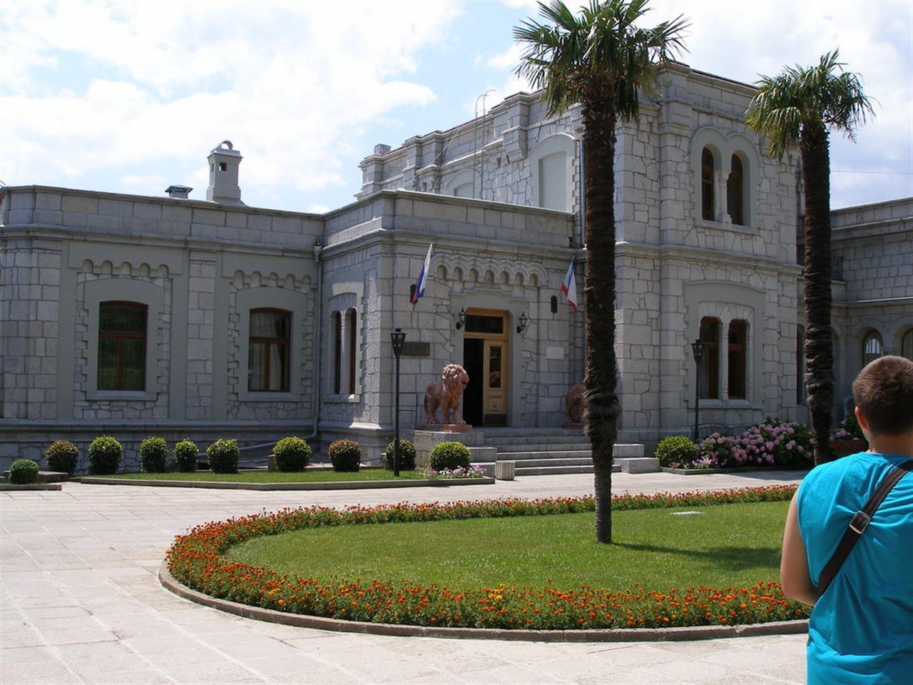 Двор Юсуповского дворца Крым