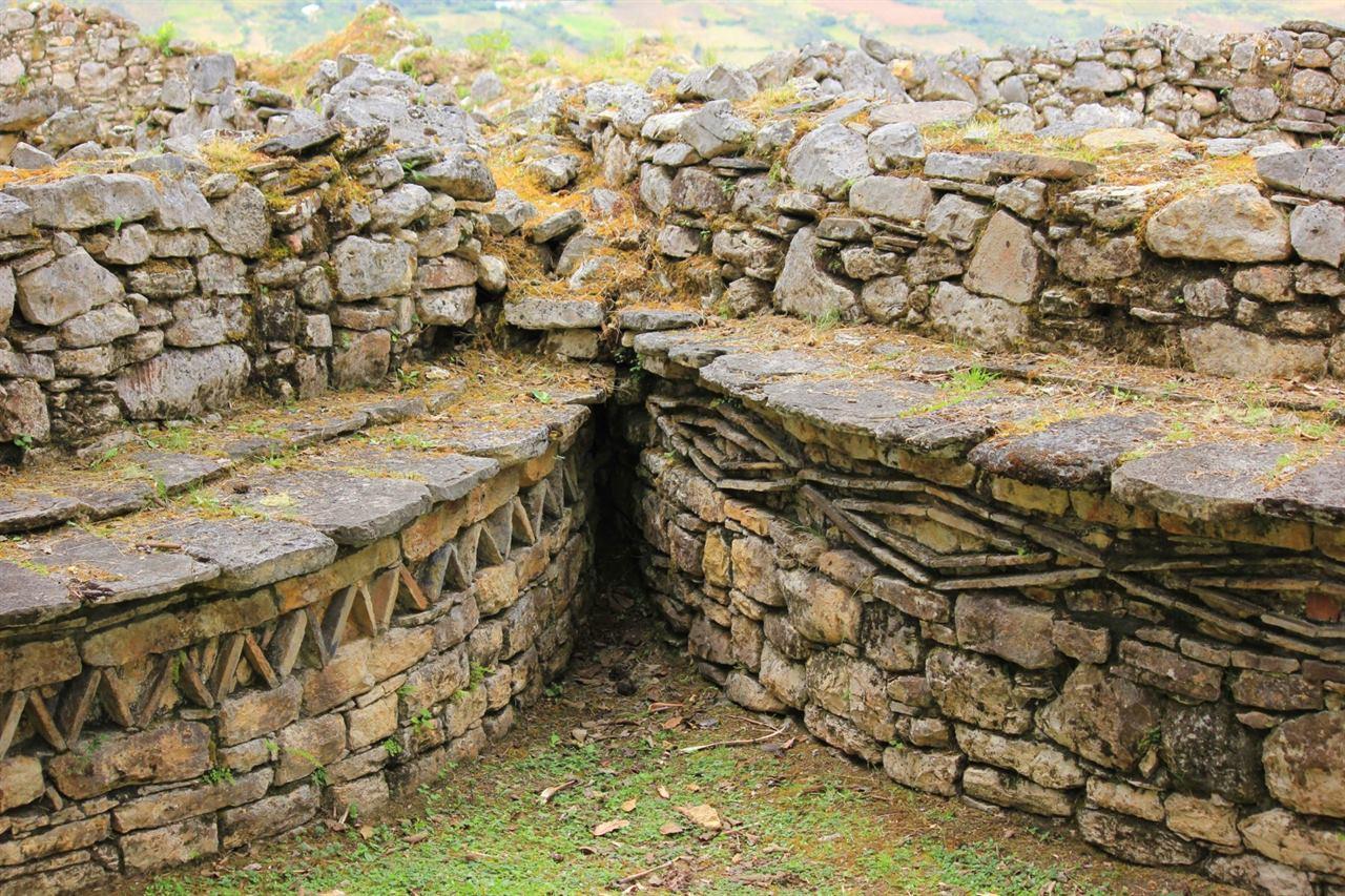 Каменные узоры в крепости Куэлап