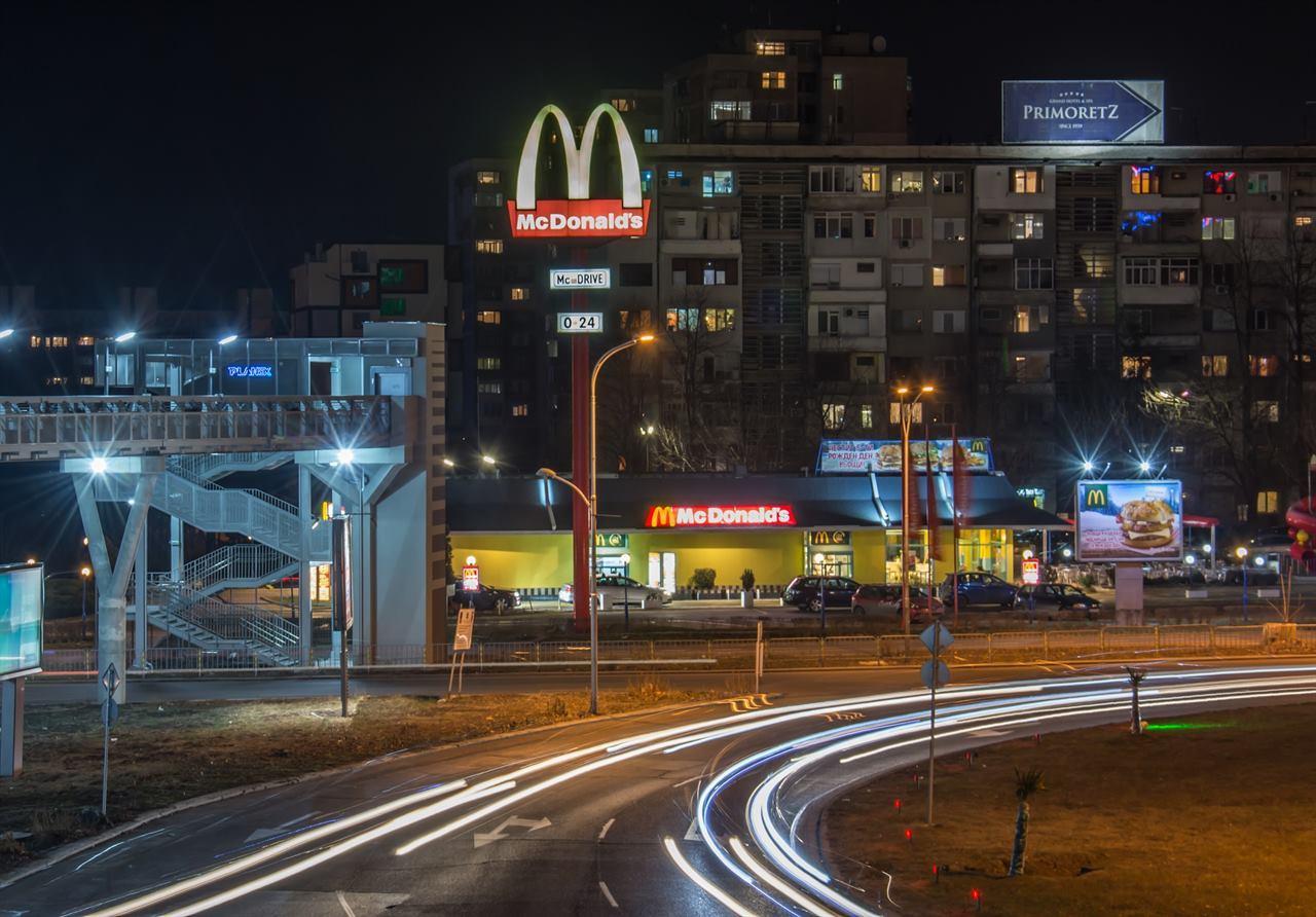 Ночной Бургас Макдональдс