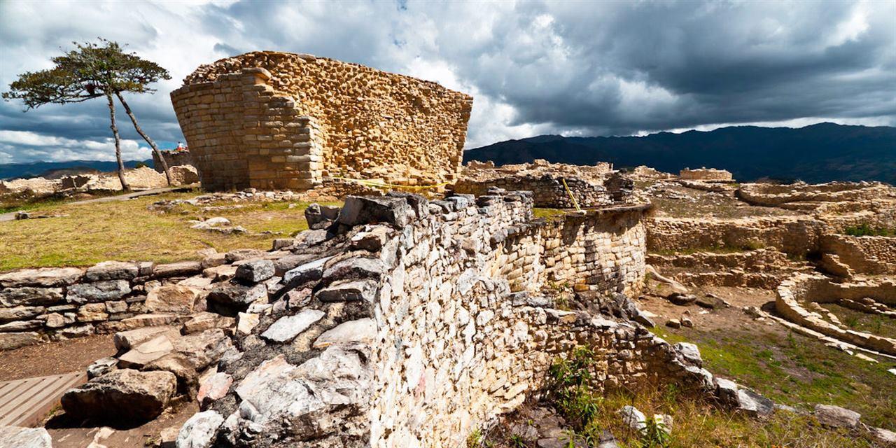 Древняя крепость Куэлап в Перу