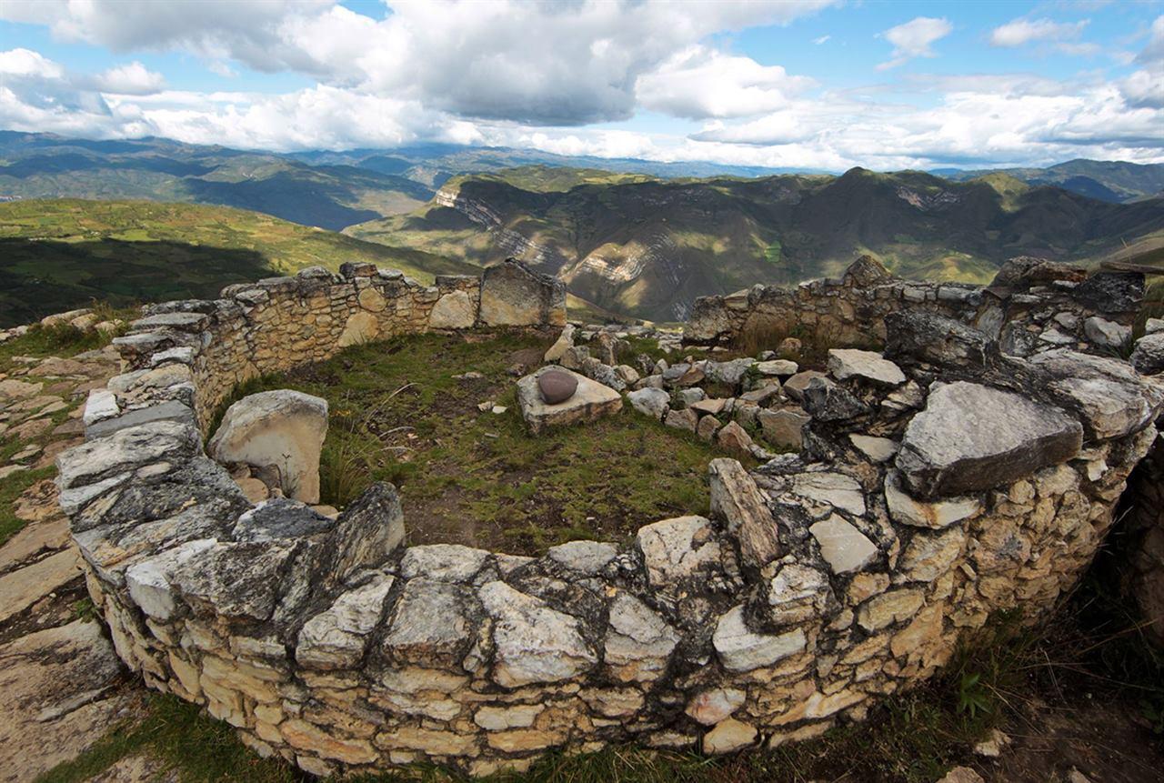 Перу Южная Америка крепость Куэлап